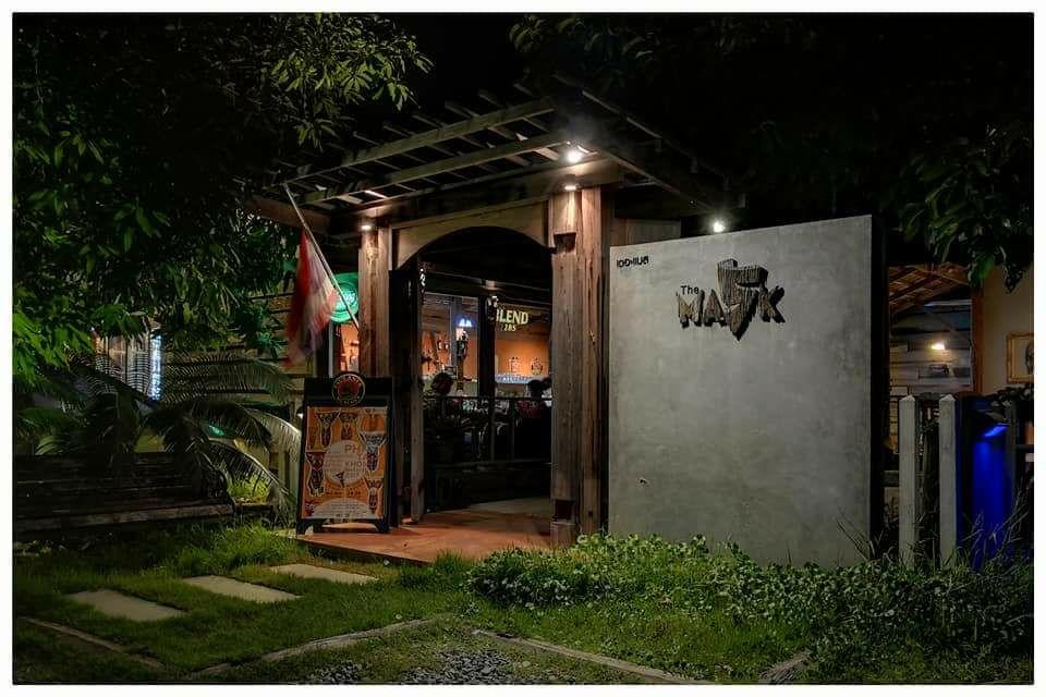 ร้านใหม่น่าไปที่ริมโขงเชียงคาน The MASK  Chill Bar และ Relaxing
